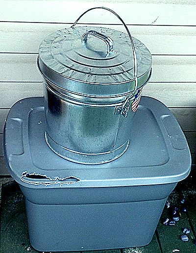 metal tub for bird seed
